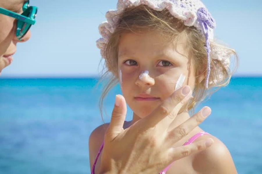 როგორ დავიცვათ ბავშვები მზის სხივებისგან - 6 მარტივი რჩევა