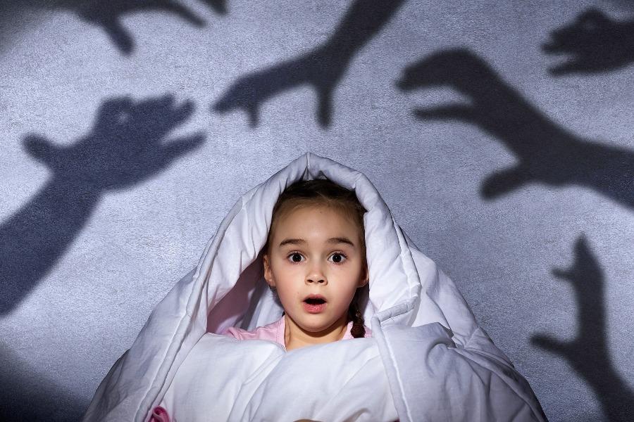 როგორ დავეხმაროთ ბავშვს ღამის შიშების დაძლევაში?