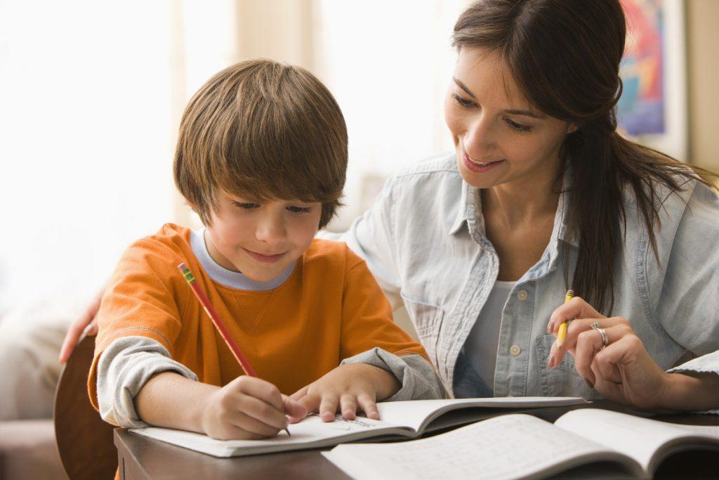 ვამეცადინოთ თუ არა დაწყებითი კლასის ბავშვები - შეცდომები, რომლებსაც მშობლები უშვებენ