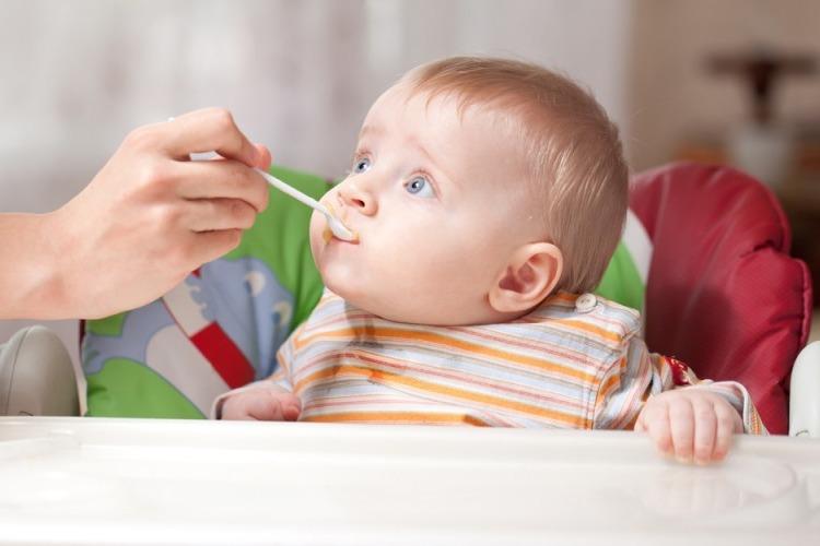 10 საკვები პროდუქტი, რომელიც ერთ წლამდე ასაკის ბავშვს აუცილებლად უნდა მივცეთ
