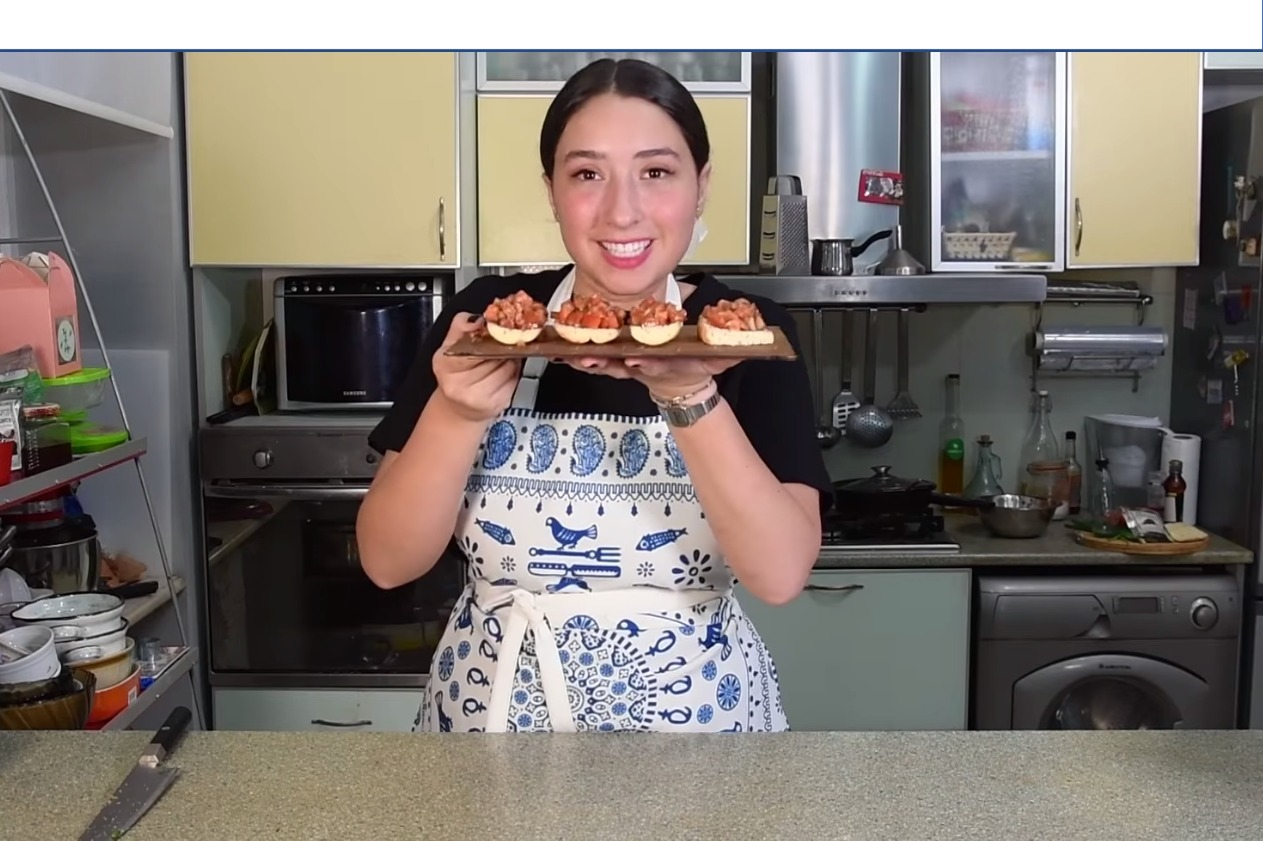 ცხელ დღეებში სამზარეულოში დიდხანს ფუსფუსი რომ არ მოგიწიოთ, ნუცა მარტივად და სწრაფად მოსამზადებელი უგემრიელესი წასახემსებლის რეცეპტს გთავაზობთ