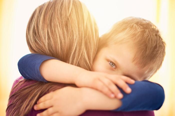 8 მეცნიერულად დასაბუთებული მიზეზი, თუ რატომ უნდა ჩავეხუტოთ შვილებს