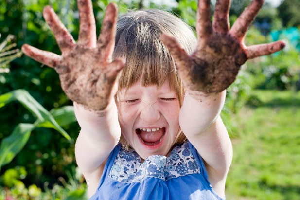 სკოლამდელი ასაკის ბავშვებს მიკრობებთან და ბაქტერიებთან შეხების შესაძლებლობა უნდა მისცეთ, რათა მათი იმუნური სისტემა გაძლიერდეს